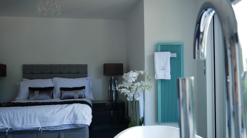 Eletric bathroom heater with towel rack